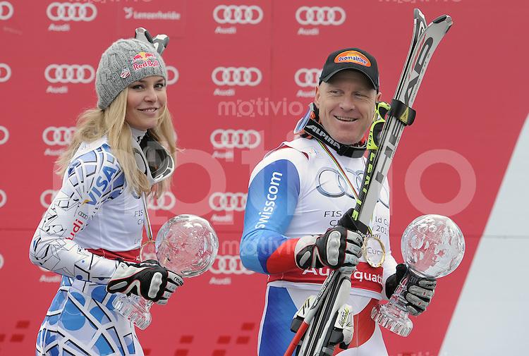Ski Alpin  Weltcup -Finale  Maenner /FRAUEN Saison  2010/2011   16.03.2011 Didier Cuche (SUI) gewinnt auf der Lenzerheide seine vierte Abfahrts-Kristallkugel und Lindsey Vonn (USA, li) mit Abfahrts-Kristallkugel