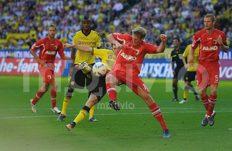 Fussball Bundesliga Saison 2011/2012 8. Spieltag Borussia Dortmund - FC Augsburg V.l.: Robert LEWANDOWSKI (BVB), Jan CALLSEN-BRACKER (Augsburg).