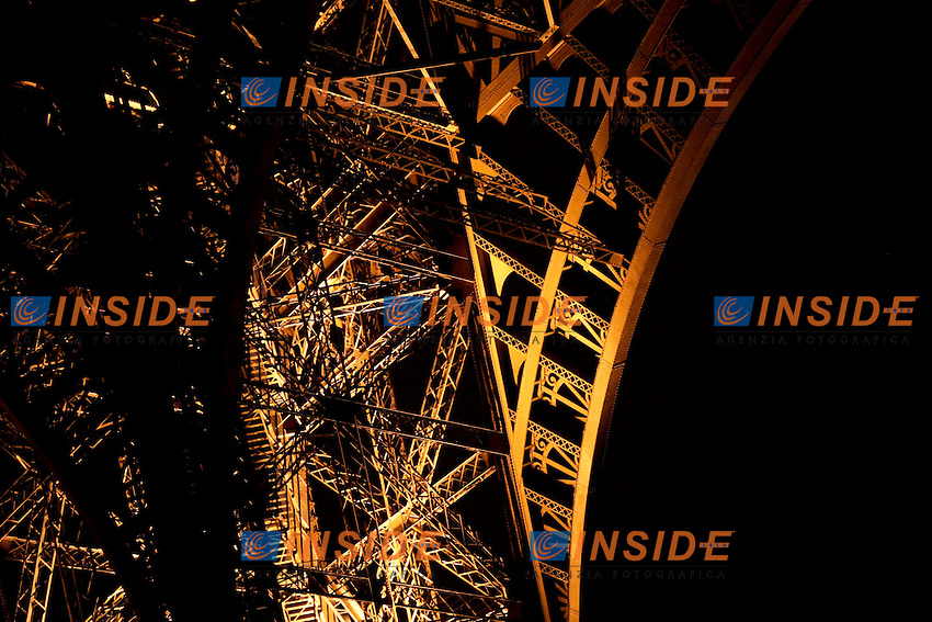 Tour Eiffel .Parigi 17/12/2012 .Illuminazione Tour Eiffel.Foto Marine Andrieux / Panoramic / Insidefoto