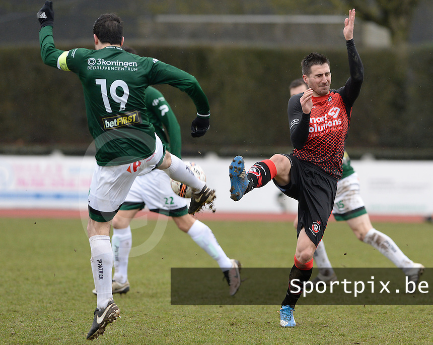 KFC Izegem - Torhout KM : duel tussen Cedric Betremieux (r) en Thomas Depoorter (links) <br /> Foto David Catry   VDB   Bart Vandenbroucke