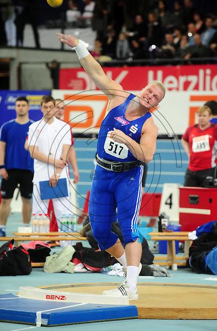 Leichtathletik - DHM 2009 Deutsche Hallenmeisterschaften - ARENA Leipzig - Track and Field - im Bild: Kugelstoßen Männer - Marco Schmidt (VfL Sindelfingen) stößt sich auf Rang 2. Porträt.Foto: Norman Rembarz..Norman Rembarz, Holbeinstr. 14, 04229 Leipzig, Hypo-Vereinsbank, BLZ: 86020086, Kto: 357889472, Ust. ID.: DE 256991963 St. Nr.: 231/261/06432 !!!!!!  Honorar zuzüglich 7 % Mwst !!!!!!!!