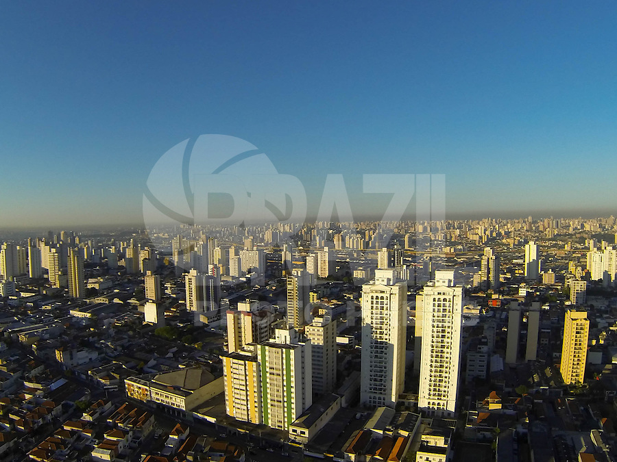 SÃO PAULO, SP, 14/08/2013, CLIMA TEMPO. Manha de sol na capital paulista nessa sexta feira (13), foto aerea feita sobre o bairro da Mooca.                       LUIZ GUARNIERI/ BRAZIL PHOTO PRESS