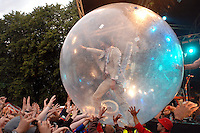 Indian Summer - The Flaming Lips / Wayne Coyne makes his way roung the crowd in a giant balloon...