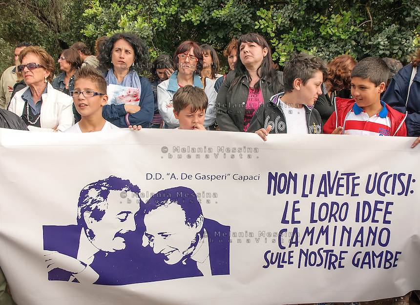Capaci: students during the twentieth anniversary commemoration of the massacre that killed the judge Giovanni Falcone together with the others victims.<br />