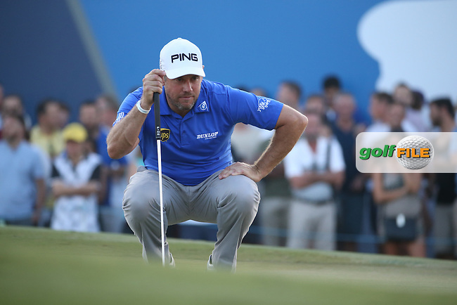 Lee Westwood (ENG) in action at the last during Round Two of the DP World Tour Championship 2016, played at the Jumeirah Golf Estates, Dubai, United Arab Emirates. 18/11/2016. Picture: David Lloyd | Golffile.<br /> <br /> All photo usage must display a mandatory copyright credit as: &copy; Golffile &amp; David Lloyd.