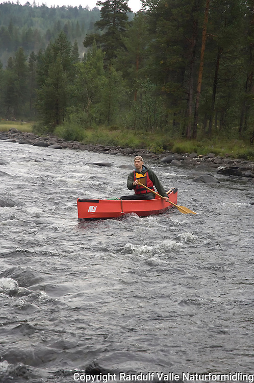 Mann i Ally Kano på Håelva. ---- Man  in Ally canoe on river Håelva.