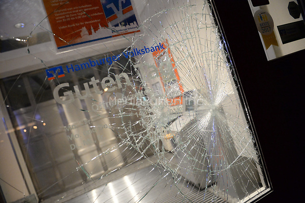 The smashed window of a bank in Hamburg, Germany, 6 July 2017. Photo: Daniel Bockwoldt/dpa /MediaPunch ***FOR USA ONLY***