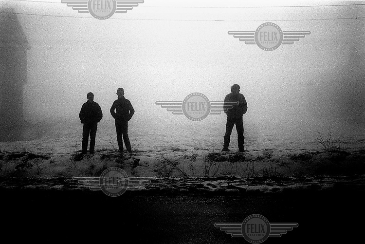 © Andrew Testa / Panos Pictures..Young Albanians on the road to Orohavac, Kosovo.