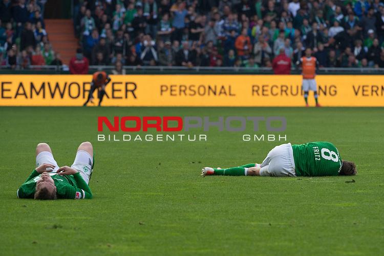 19.04.2014, Weser Stadion, Bremen, GER, 1.FBL, Werder Bremen vs 1899 Hoffenheim, im Bild<br /> <br /> Zusammenprall Philipp Bargfrede (Bremen #44) und Clemens Fritz (Bremen #8)<br /> Verletzung / verletzt / Schmerzen<br /> Clemens Fritz (Bremen #8) wird danach ausgewechselt<br /> <br /> Foto &copy; nordphoto / Kokenge