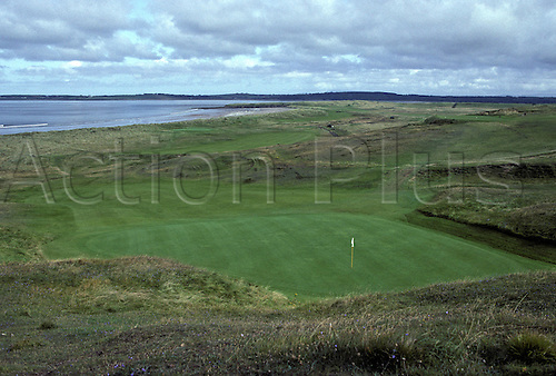 View of the 17th green on the County Sligo Golf Club, Rosses Point, Ireland. Photo: Brian Morgan/actionplus...course courses general view views scene scenery clubs landscape venue Irish co seventeenth 163