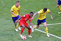 SAMARA - RUSIA, 07-07-2018: Sebastian LARSSON (Izq) y Victor LINDELOF (Der) jugadores de Suecia disputan el balón con Raheem STERLING (C) jugador de Inglaterra durante partido de cuartos de final por la Copa Mundial de la FIFA Rusia 2018 jugado en el estadio Samara Arena en Samara, Rusia. / Sebastian LARSSON (L) and Victor LINDELOF (R) players of Sweden fight the ball with Raheem STERLING (C) player of England during match of quarter final for the FIFA World Cup Russia 2018 played at Samara Arena stadium in Samara, Russia. Photo: VizzorImage / Julian Medina / Cont