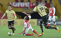 BOGOTÁ -COLOMBIA, 10-08-2013. Silvio Gonzalez (I) de Santa Fe recibe falta de Javier Lopez (D) de Itaguí durante partido  por la fecha 3 de la Liga Postobon II 2013 disputado en el estadio el Campín de la ciudad de Bogotá./ Santa Fe player Silvio Gonzalez (L) recieve fault from Itaguí player Javier Lopez (R) during match of the third date for the Postobon League II 2013 played at El Campin stadium in Bogotá city. Photo: VizzorImage/Gabriel Aponte/STR