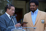 September 20, 2013  (Washington, DC)  Mayor Vincent Gray (c) presents NFL Hall of Fame inductee and native Washingtonian Jonathan Ogden with the Key to the City.  (Photo by Don Baxter/Media Images International)
