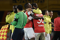 BOGOTÁ -COLOMBIA, 03-12-2016. Yeison Gordillo jugador de Santa Fe celebra con su técnico, Gustavo Costas, después de anotar gol al Medellín durante el encuentro de vuelta entre Independiente Santa Fe y Independiente Medellín por los cuartos de final de la Liga Aguila II 2016 jugado en el estadio Nemesio Camacho El Campin de la ciudad de Bogota.  / Yeison Gordillo player of Santa Fe celebrates with his coach, Gustavo Costas, after scoring a goal to Medellin during the second legmatch between Independiente Santa Fe and Independiente Medellin for the final quarters of the Liga Aguila II 2016 played at the Nemesio Camacho El Campin Stadium in Bogota city. Photo: VizzorImage/ Gabriel Aponte / Staff