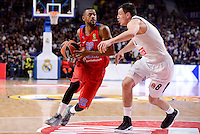 Real Madrid's Jonas Maciulis and CSKA Moscow Cory Higgins during Turkish Airlines Euroleague match between Real Madrid and CSKA Moscow at Wizink Center in Madrid, Spain. January 06, 2017. (ALTERPHOTOS/BorjaB.Hojas)