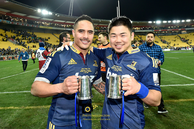 from left Aaron Smith and Fumiaki Tanaka, Super Rugby Final - Hurricanes v Highlanders at Westpac Stadium, Wellington, New Zealand on Saturday 4 July 2015.<br /> Photo by Masanori Udagawa. <br /> www.photowellington.photoshelter.com.