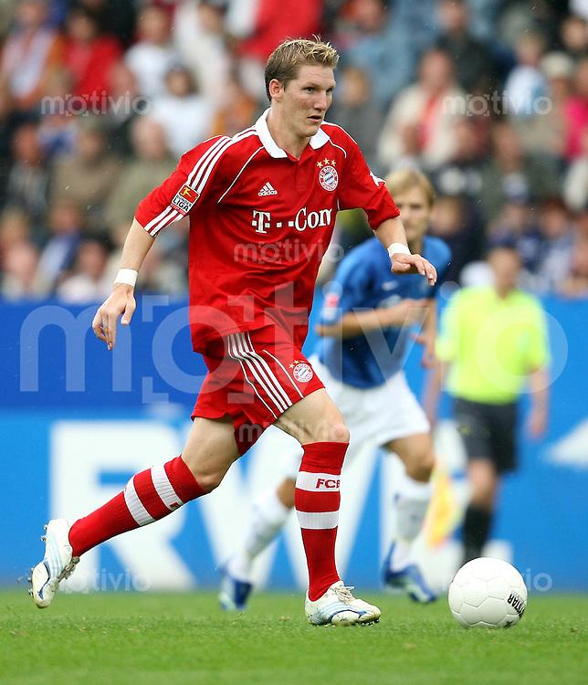 Fussball  1. Bundesliga  Saison 2006/2007 Bastian SCHWEINSTEIGER (FC Bayern Muenchen), Einzelaktion am Ball