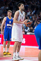 Real Madrid's Felipe Reyes and Khimki Moscow's Zoran Dragic during Euroleague match at Barclaycard Center in Madrid. April 07, 2016. (ALTERPHOTOS/Borja B.Hojas) /NortePhoto