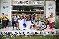 BELO HORIZONTE, MG, 13.04.2014 – CAMPEONATO MINEIRO 2014 – CRUZEIRO X ATLÉTICO-MG jogadores do Cruzeiro  comemorando o titulo do Campeonato Mineiro 2014, no estádio Mineirão, na tarde deste domingo (13) (Foto: MARCOS FIALHO / BRAZIL PHOTO PRESS)