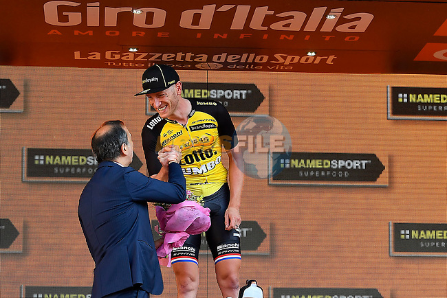 Jos van Emden (NED) Team Lotto NL-Jumbo wins Stage 21 of the 100th edition of the Giro d'Italia 2017, an individual time trial running 29.3km from Monza Autodrome to Milan Duomo, Italy. 28th May 2017.<br /> Picture: LaPresse/Fabio Ferrari | Cyclefile<br /> <br /> <br /> All photos usage must carry mandatory copyright credit (&copy; Cyclefile | LaPresse/Fabio Ferrari)