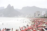 ATENÇÃO EDITOR FOTO EMBARGADA PARA VEICULOS INTERNACIONAIS. RIO DE JANEIRO, RJ , 06 DE OUTUBRO 2012 - CLIMA-TEMPO -  movimentaçao de banhistas na Praia de Ipanema Praia, posto 7 - (FOTO: ISABELA CATÃO / BRAZIL PHOTO PRESS).