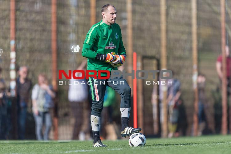 28.03.2017, Trainingsgelaende, Bremen, GER, 1.FBL, Training Werder Bremen<br /> <br /> im Bild<br /> Jaroslav Drobny (Bremen #33), <br /> <br /> Foto &copy; nordphoto / Ewert