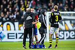 Solna 2013-09-30 Fotboll Allsvenskan AIK - &Ouml;sters IF :  <br /> &Ouml;ster 9 Kenny Pavey tackr AIK ledare efter matchen<br /> (Foto: Kenta J&ouml;nsson) Nyckelord: