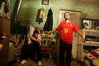 ROMANIA / Maramures / Sarbi / 28.09.2006 ..Dancing to Gypsy pop music. ..© Davin Ellicson / Anzenberger