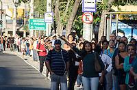 Rio de Janeiro-Rj 13/05/2014-GREVE/&Ocirc;NIBUS/RIO - CIDADES<br /> RJ - GREVE/&Ocirc;NIBUS/RIO - CIDADES -Na Praca seca Jacarepagua zona oeste , Usu&aacute;rios de transporte p&uacute;blico sentem os reflexos da greve de motoristas e cobradores de &ocirc;nibus no Rio de Janeiro. A categoria decidiu ontem fazer uma nova greve de 48 horas, a partir da meia-noite. A decis&atilde;o foi tomada ap&oacute;s uma audi&ecirc;ncia de concilia&ccedil;&atilde;o promovida no Tribunal Regional do Trabalho, no centro do Rio, em que n&atilde;o houve ajuste entre as partes. Cerca de 1,8 milh&atilde;o de pessoas utilizam diariamente os &ocirc;nibus municipais do Rio. - . Foto-T&eacute;rcio Teixeira /Brazil Photo Press