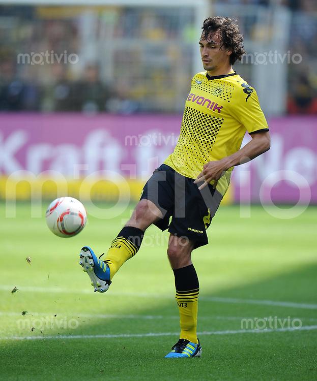 FUSSBALL   1. BUNDESLIGA   SAISON 2010/2010   34. Spieltag Borussia Dortmund - Eintracht Frankfurt               14.05.2011 Mats HUMMELS (Borussia Dortmund) Einzelaktion am Ball