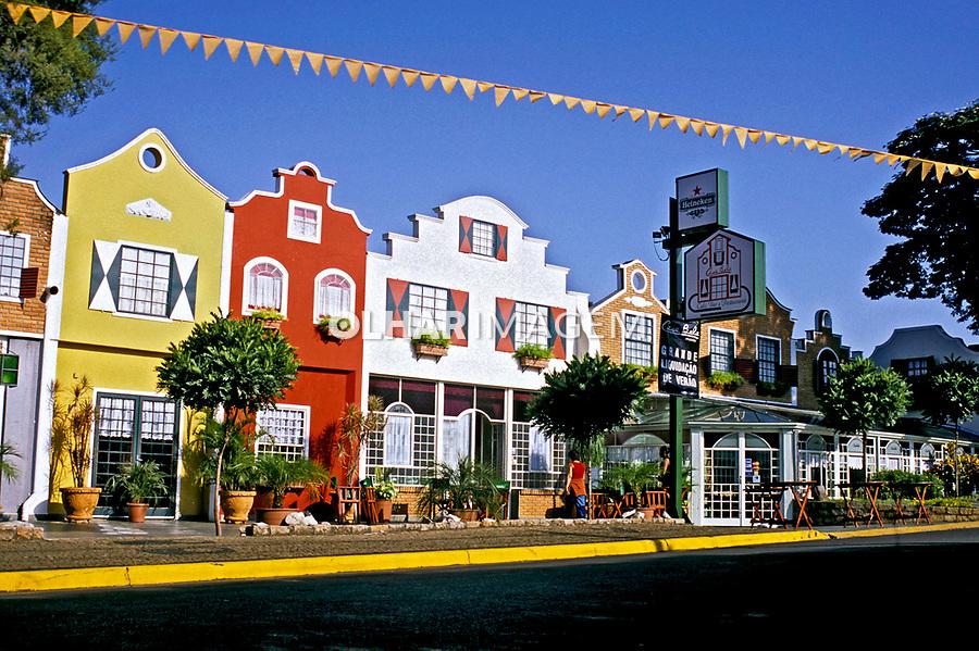Casas de comércio em Holambra. São Paulo. 2006. Foto de Daniel Cymbalista.