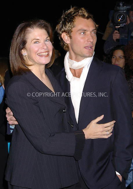 WWW.ACEPIXS.COM . . . . .  ....NEW YORK, OCTOBER 18, 2004....Jude Law attends the NYC premiere of Alfie.....Please byline: AJ Sokalner - ACE PICTURES..... *** ***..Ace Pictures, Inc:  ..Alecsey Boldeskul (646) 267-6913 ..Philip Vaughan (646) 769-0430..e-mail: info@acepixs.com..web: http://www.acepixs.com