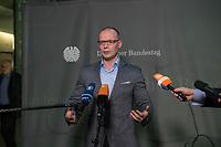 5. Sitzung des Unterausschusses des Verteidigungsausschusses des Deutschen Bundestag als 1. Untersuchungsausschuss am Donnerstag den 21. Maerz 2019.<br /> In dem Untersuchungsausschuss soll auf Antrag der Fraktionen von FDP, Linkspartei und Buendnis 90/Die Gruenen der Umgang mit externer Beratung und Unterstuetzung im Geschaeftsbereich des Bundesministeriums fuer Verteidigung aufgeklaert werden. Anlass der Untersuchung sind Berichte des Bundesrechnungshofs ueber Rechts- und Regelverstoesse im Zusammenhang mit der Nutzung derartiger Leistungen.<br /> Einziger Tagesordnungspunkt war die Konstituierung des Unterausschusses als Untersuchungsausschuss.<br /> Im Bild: Matthias Hoehn, Obmann der Linkspartei, Die Linke.<br /> 21.3.2019, Berlin<br /> Copyright: Christian-Ditsch.de<br /> [Inhaltsveraendernde Manipulation des Fotos nur nach ausdruecklicher Genehmigung des Fotografen. Vereinbarungen ueber Abtretung von Persoenlichkeitsrechten/Model Release der abgebildeten Person/Personen liegen nicht vor. NO MODEL RELEASE! Nur fuer Redaktionelle Zwecke. Don't publish without copyright Christian-Ditsch.de, Veroeffentlichung nur mit Fotografennennung, sowie gegen Honorar, MwSt. und Beleg. Konto: I N G - D i B a, IBAN DE58500105175400192269, BIC INGDDEFFXXX, Kontakt: post@christian-ditsch.de<br /> Bei der Bearbeitung der Dateiinformationen darf die Urheberkennzeichnung in den EXIF- und  IPTC-Daten nicht entfernt werden, diese sind in digitalen Medien nach §95c UrhG rechtlich geschuetzt. Der Urhebervermerk wird gemaess §13 UrhG verlangt.]