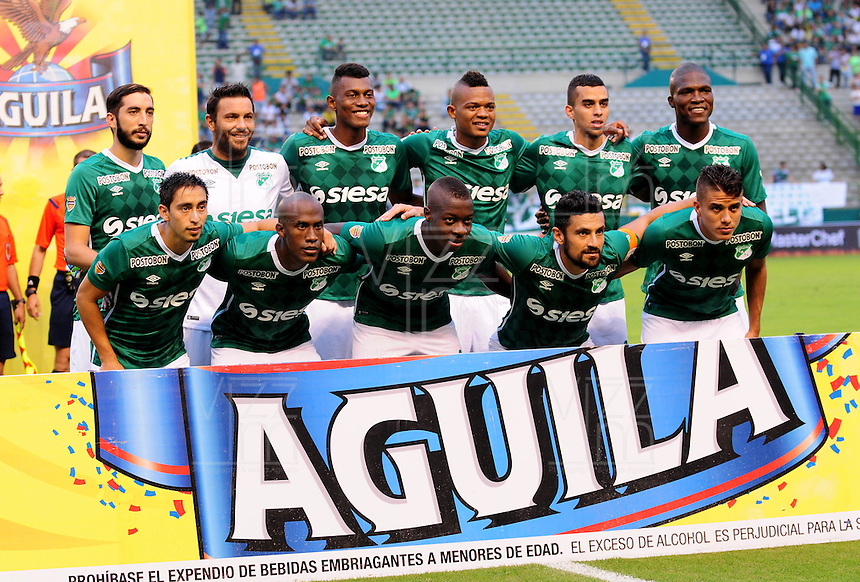 CALI - COLOMBIA -01-05-2016: Los jugadores de Deportivo Cali, posan para una foto durante partido entre Deportivo Cali y Alianza Petrolera, por la fecha 16 de la Liga Aguila I-2016, jugado en el estadio Deportivo Cali (Palmaseca)  de la ciudad de Cali.  / The Players of Deportivo Cali, pose for a photo during a match between Deportivo Cali y Alianza Petrolera, for the date 16 of the Liga AguilaI-2016 at the Deportivo Cali (Palmaseca) stadium in Cali city. Photo: VizzorImage  / Nelson Rios / Cont.