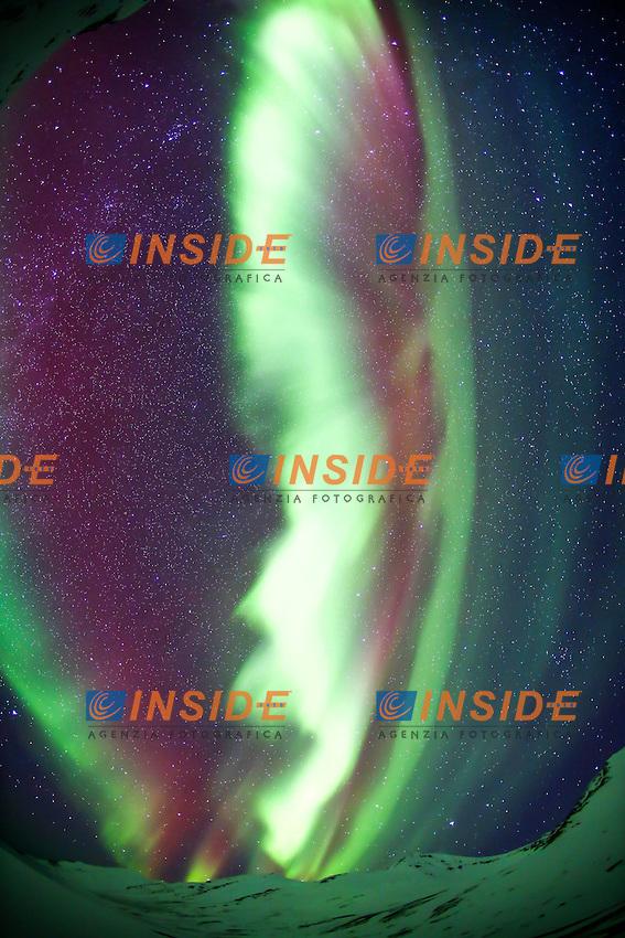 22.02.2013, Island, das beruehmte Naturphaenomen Aurora Borealis, eine Leuchterscheinung, die beim Auftreffen geladener Teilchen des Sonnenwindes auf die Erdatmosphäre in den Polargebieten der Erde hervorgerufen wird. Polarlichter sind meistens in zwei etwa 3 bis 6 Breitengrade umfassenden Bändern zu sehen, die üblicherweise zwischen 60° und 80° nördlicher Breite bzw. südlicher Breite liegen //  the famous natural phenomenon Aurora Borealis, Iceland on 2013/02/22. EXPA Pictures © 2013, PhotoCredit: EXPA/ Pixsell/ Filip Brala..***** ATTENTION - for AUT, SLO, SUI, ITA, FRA only *****