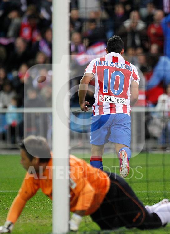 Madrid (31/10/10).- Estadio Vicente Caldeon..Campeonato Nacional de Liga..Atco. Madrid 1- Almeria 1..Kun Aguero gol...©Alex Cid-Fuentes/ ALFAQUI..