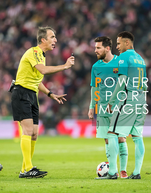 Referee David Fernandez Borbalan in action during their Copa del Rey Round of 16 first leg match between Athletic Club and FC Barcelona at San Mames Stadium on 05 January 2017 in Bilbao, Spain. Photo by Victor Fraile / Power Sport Images