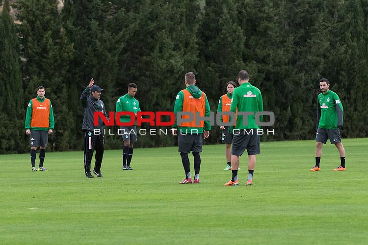 Trainingsgel&auml;nde, Jerez, ESP, 1.FBL, Trainingslager Werder Bremen 2014,  13.01.2014, <br /> <br /> Taktierklaerung beim Training <br /> Robin Dutt (Trainer Werder Bremen)<br /> <br /> Luca-Milan Zander (Bremen #39) Torben Rehfeldt (Bremen #19) Melvyn Lorenzen (Bremen #22)<br /> Julian von Haacke (Bremen #38)<br /> Mehmet Ekici (Bremen #10)<br /> <br /> Foto &copy; nordphoto/ Kokenge