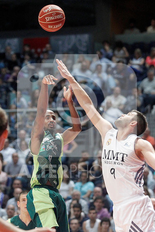 Real Madrid's Felipe Reyes (r) and Unicaja's Earl Calloway during Liga Endesa ACB Semifinal match.June 6,2014. (ALTERPHOTOS/Acero)