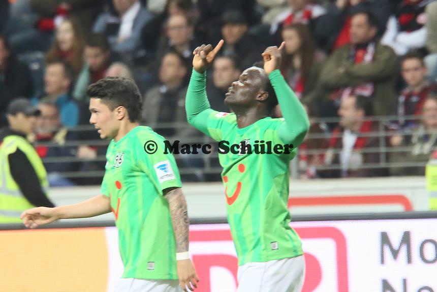 Torjubel um Didier Ya Konan (Hannover) beim 1:3 - Eintracht Frankfurt vs. Hannover 96, Commerzbank Arena