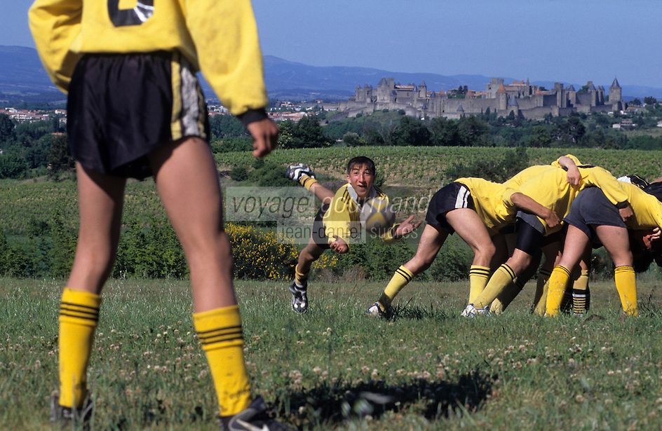 Europe/France/Languedoc-Roussillon/11/Aude/Carcassonne: Match de Rugby à 13 - En fond la cité [Non destiné à un usage publicitaire - Not intended for an advertising use]