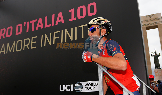 Vincenzo Nibali (ITA) Bahrain-Merida at sign on before the start of Stage 6 of the 100th edition of the Giro d'Italia 2017, running 217km from Reggio Calabria to Terme Luigiane, Italy. 11th May 2017.<br /> Picture: LaPresse/Simone Spada | Cyclefile<br /> <br /> <br /> All photos usage must carry mandatory copyright credit (&copy; Cyclefile | LaPresse/Simone Spada)