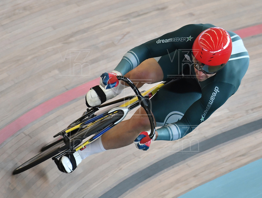 CALI – COLOMBIA – 19-02-2017: Shane Perkins del Club DreamSeekers en la prueba de 200 metros Velocidad hombres en el Velodromo Alcides Nieto Patiño, sede de la III Valida de la Copa Mundo UCI de Pista de Cali 2017. / Shane Perkins from the DreamSeekers Club in the 200 meters Men´s Sprint Race at the Alcides Nieto Patiño Velodrome, home of the III Valid of the World Cup UCI de Cali Track 2017. Photo: VizzorImage / Luis Ramirez / Staff.
