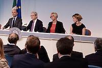 Roma, 6 Novembre 2015<br /> Angelino Alfano, Claudio De Vincenti, Roberta Pinotti e Beatrice Lorenzin<br /> Conferenza stampa a Palazzo Chigi al termine del CdM n° 89