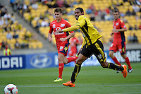 Kenny Cunningham during the A League - Wellington Phoenix v Adelaide United, Wellington, New Zealand on Sunday 30 March 2014. <br /> Photo by Masanori Udagawa. <br /> www.photowellington.photoshelter.com.