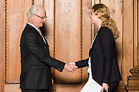 20170424 Utdelning av diplom till deltagare i utbildning om värdebaserat ledarskap samt utdelning av stipendiet Kompassrosen ur hans majestät konungens hand. Bernadottebiblioteket på Kungliga Slottet i Stockholm.