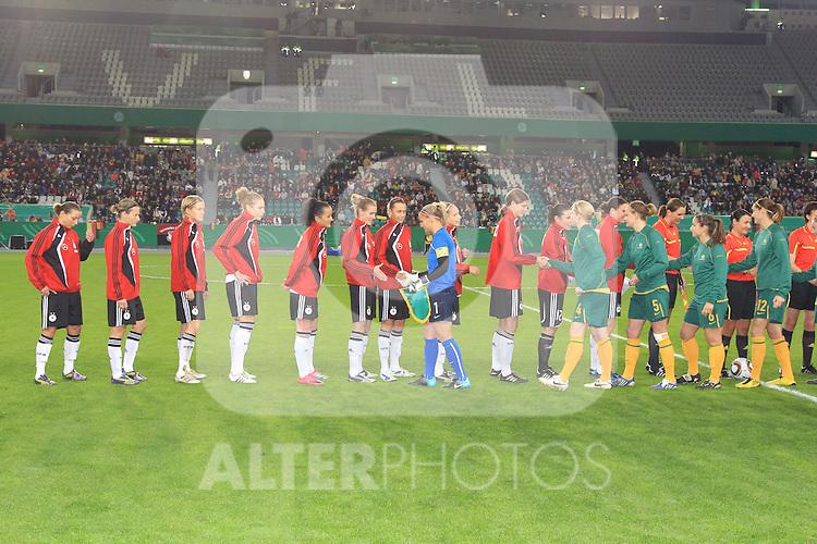 28.10.2010, Volkswagen Arena, Eolfsburg, GER, FSP, Deutschland (GER) vg Ausralien (AU), im Bild.Begruessung..Foto © nph / Rust