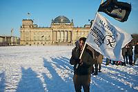 Etwa 3.000 Menschen beteiligten sich am Samstag den 23. Maerz 2013 an einer Demonstration fuer mehr Rechte fuer Fluechtlinge und gegen Abschiebungen, Unterbringung in Lagern und Residenzpflicht.<br />23.3.2013, Berlin<br />Copyright: Christian-Ditsch.de<br />[Inhaltsveraendernde Manipulation des Fotos nur nach ausdruecklicher Genehmigung des Fotografen. Vereinbarungen ueber Abtretung von Persoenlichkeitsrechten/Model Release der abgebildeten Person/Personen liegen nicht vor. NO MODEL RELEASE! Don't publish without copyright Christian-Ditsch.de, Veroeffentlichung nur mit Fotografennennung, sowie gegen Honorar, MwSt. und Beleg. Konto:, I N G - D i B a, IBAN DE58500105175400192269, BIC INGDDEFFXXX, Kontakt: post@christian-ditsch.de<br />Urhebervermerk wird gemaess Paragraph 13 UHG verlangt.]