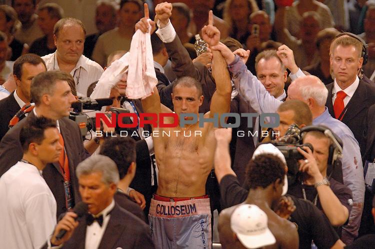 IBF-Weltmeisterschaft im Mittelgewicht:<br /> Arthur Abraham vs. Edison Miranda<br /> <br /> <br /> <br /> Foto &copy; nordphoto  *** Local Caption *** Foto ist honorarpflichtig! zzgl. gesetzl. MwSt.<br /> <br /> <br /> <br /> Belegexemplar erforderlich