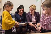 """Der Regierende Buergermeister von Berlin, Michael Mueller, die Bundesministerin fuer Familie, Senioren, Frauen und Jugend, Franziska Giffey sowie die Senatorin fuer Bildung, Jugend und Familie, Sandra Scheeres, haben am Mittwoch, den 2. Oktober 2019 eine Vereinbarung zur Umsetzung des """"Gute-KiTa-Gesetzes"""" unterzeichnet. <br /> Im Bild: Im Anschluss an die Unterzeichnung besuchten die Familienministerin Giffey (rechts im Bild) und die Bildungssenatorin Scheeres (links im Bild) eine Kita der """"Orte fuer Kinder GmbH"""" in Berlin-Kreuzberg.<br /> 2.10.2019, Berlin<br /> Copyright: Christian-Ditsch.de<br /> [Inhaltsveraendernde Manipulation des Fotos nur nach ausdruecklicher Genehmigung des Fotografen. Vereinbarungen ueber Abtretung von Persoenlichkeitsrechten/Model Release der abgebildeten Person/Personen liegen nicht vor. NO MODEL RELEASE! Nur fuer Redaktionelle Zwecke. Don't publish without copyright Christian-Ditsch.de, Veroeffentlichung nur mit Fotografennennung, sowie gegen Honorar, MwSt. und Beleg. Konto: I N G - D i B a, IBAN DE58500105175400192269, BIC INGDDEFFXXX, Kontakt: post@christian-ditsch.de<br /> Bei der Bearbeitung der Dateiinformationen darf die Urheberkennzeichnung in den EXIF- und  IPTC-Daten nicht entfernt werden, diese sind in digitalen Medien nach §95c UrhG rechtlich geschuetzt. Der Urhebervermerk wird gemaess §13 UrhG verlangt.]"""